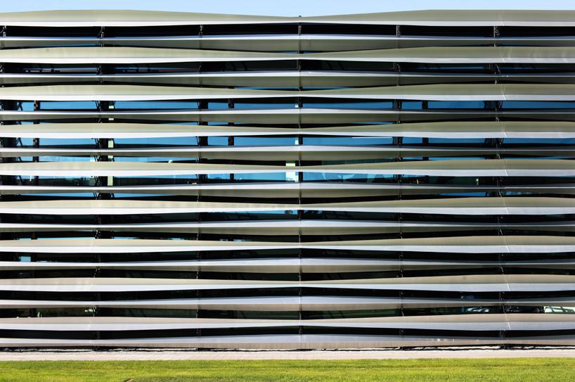 barkow-leibinger-trumpf-poland-technology-center-warsaw-deisgnboom-07.jpg