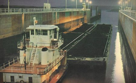 Flooding closes Mississippi River locks